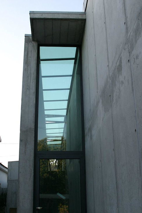 Private house building in Lousada (Portugal) Janelas e portas modernas por Dynamic444 Moderno