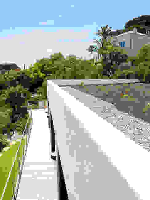 Minimalist style garden by frederique Legon Pyra architecte Minimalist