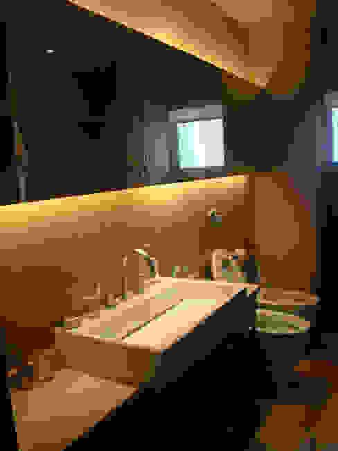 Modern Bathroom by gatarqs Modern