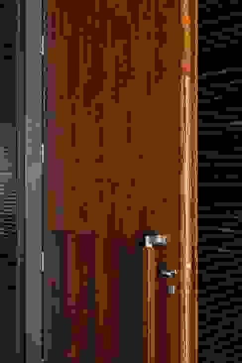 MitPenha: Janelas   por Atelier fernando alves arquitecto l.da,Moderno
