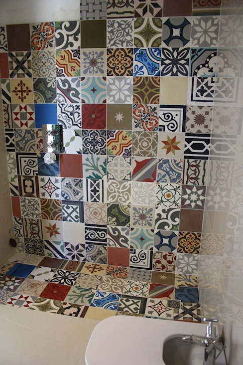 Bathroom by Mosaic del Sur,