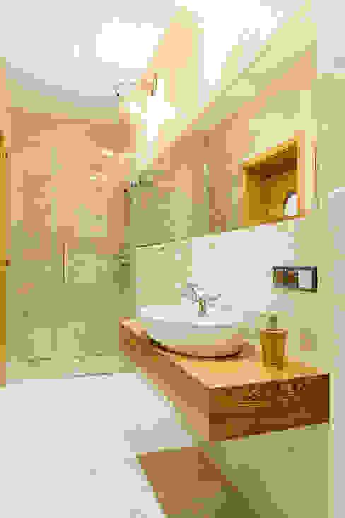 Banheiros modernos por Kameleon - Kreatywne Studio Projektowania Wnętrz Moderno