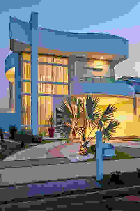 Arquiteto Aquiles Nícolas Kílaris Casas modernas Concreto Gris