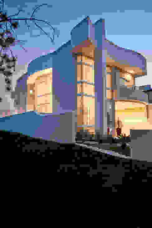 Projekty,  Domy zaprojektowane przez Arquiteto Aquiles Nícolas Kílaris, Nowoczesny Beton