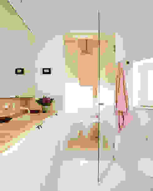 homify Modern Bathroom Limestone Beige