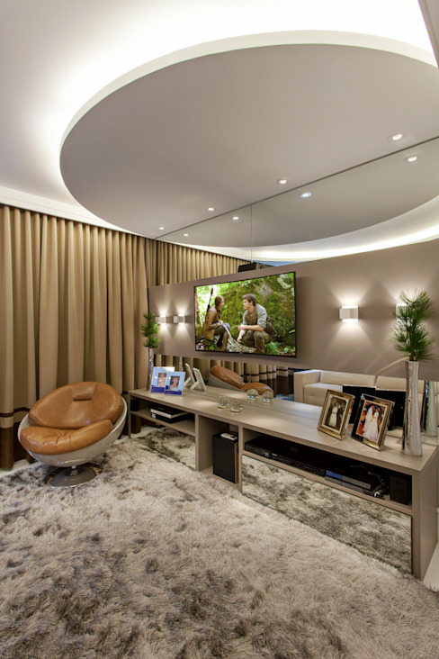 Arquiteto Aquiles Nícolas Kílaris Salas multimedia de estilo moderno Tablero DM Beige