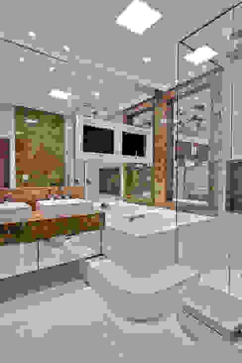Casas de banho modernas por Arquiteto Aquiles Nícolas Kílaris Moderno Mármore