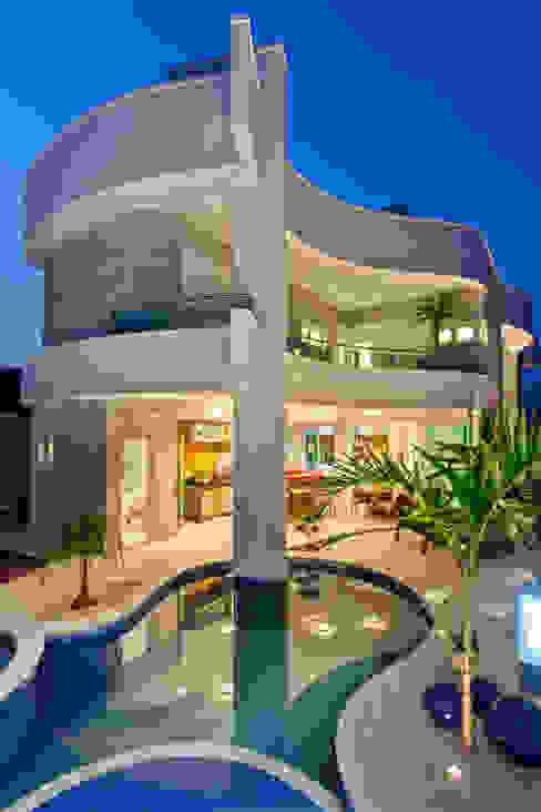 Casas modernas de Arquiteto Aquiles Nícolas Kílaris Moderno Concreto