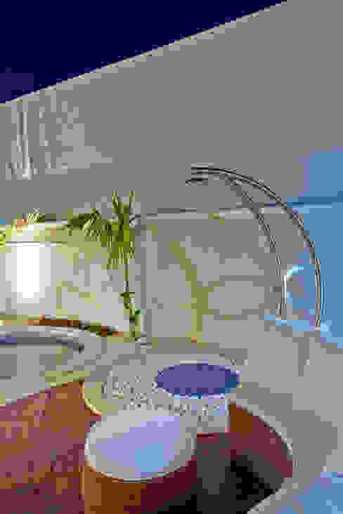 Arquiteto Aquiles Nícolas Kílaris Hồ bơi phong cách hiện đại Bê tông Blue