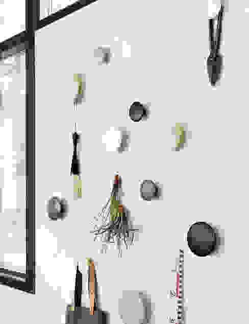 """Muuto """"The Dots"""" Kleiderhaken Ambientedirect Moderner Flur, Diele & Treppenhaus"""