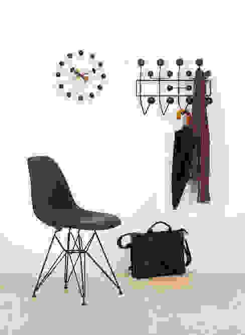 """Vitra Garderobe """"Hang it all"""" Moderner Flur, Diele & Treppenhaus von Ambientedirect Modern"""