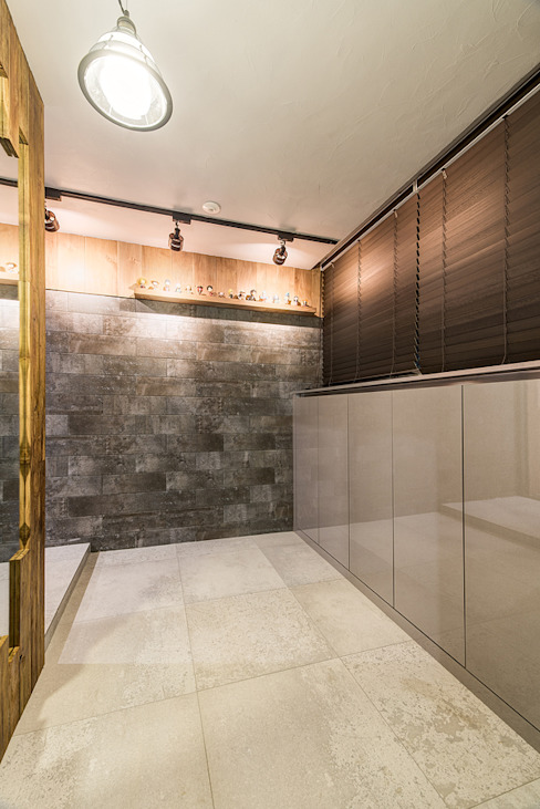 Couloir et hall d'entrée de style  par 아르떼 인테리어 디자인