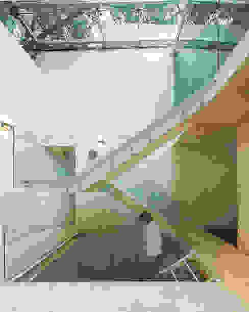 Modern corridor, hallway & stairs by homify Modern Concrete