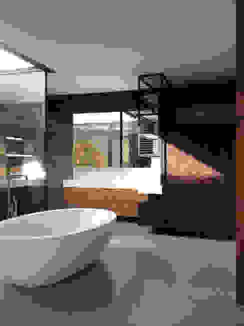 Modern Bathroom by Architekt Zoran Bodrozic Modern