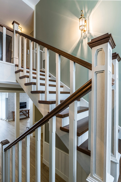 Загородный дом в Комарово Коридор, прихожая и лестница в эклектичном стиле от Fusion Design Эклектичный