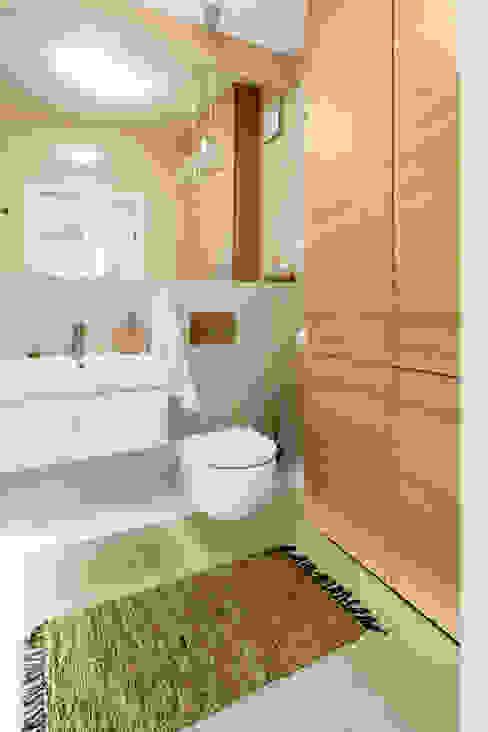 Salle de bain moderne par Decoroom Moderne