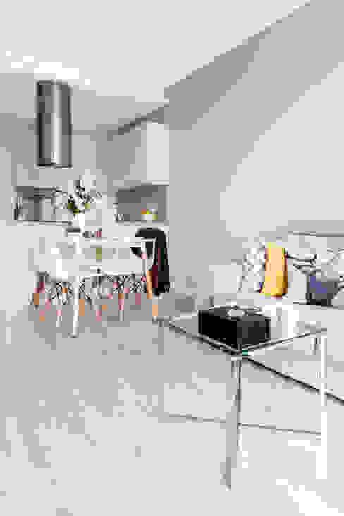 Living room by Decoroom, Modern