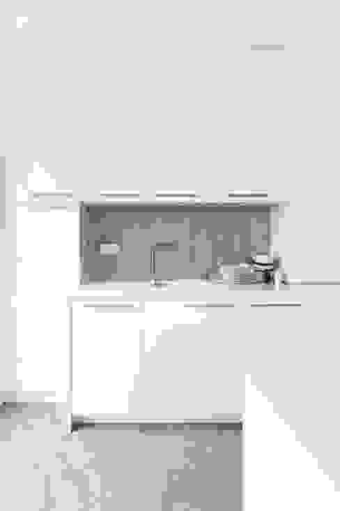 Nowoczesne połączenia: styl , w kategorii Kuchnia zaprojektowany przez Decoroom,Nowoczesny
