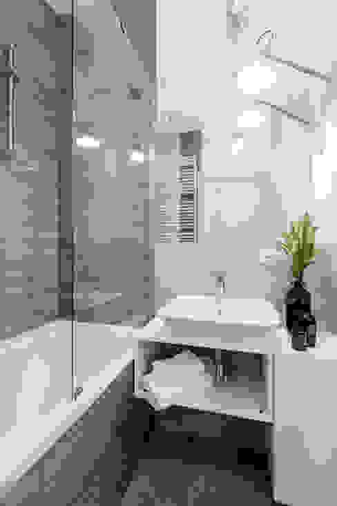 Ванные комнаты в . Автор – Decoroom, Модерн