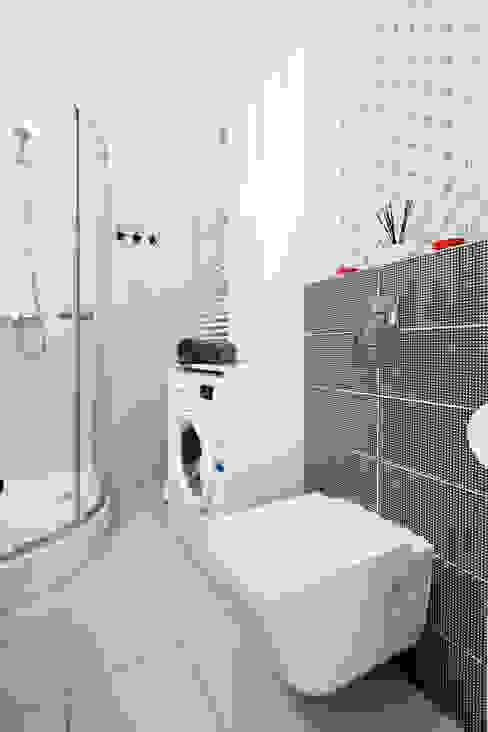 Baños de estilo  por Decoroom,
