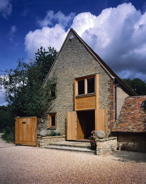 KSR Architects | Luxury barn conversion | Exterior KSR Architects Rustic style houses