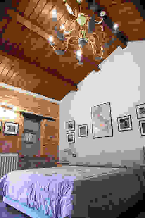 Casa Tre Archi Camera da letto in stile rustico di Ing. Vitale Grisostomi Travaglini Rustico