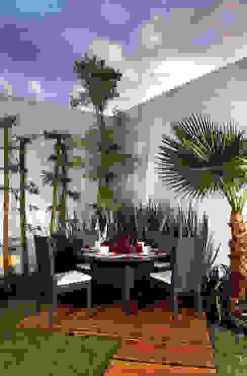 deck arketipo-taller de arquitectura Balcones y terrazas modernos