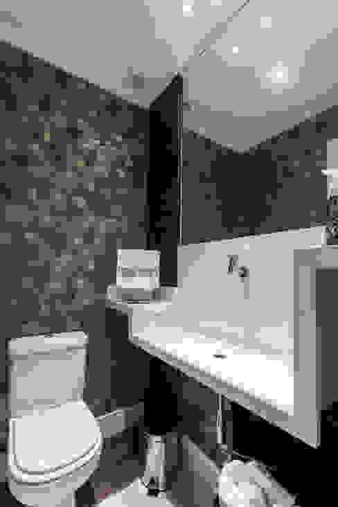 Modern bathroom by Paula Carvalho Arquitetura Modern