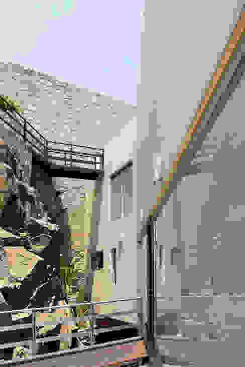 Pasillos y recibidores de estilo  por alexandro velázquez , Moderno