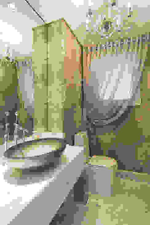 Apartamento Lourdes - Caxias do Sul Banheiros clássicos por Fabris Franco Arquitetura Clássico