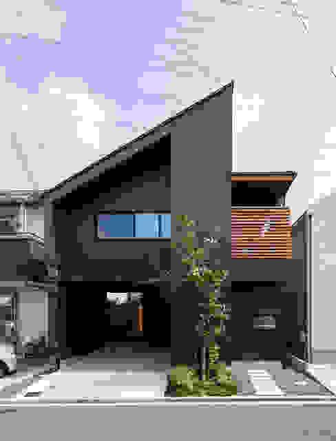 全面道路からファサード モダンな 家 の 藤森大作建築設計事務所 モダン