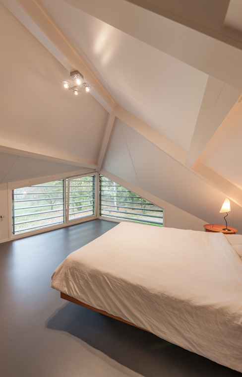 Maas Architecten Modern style bedroom
