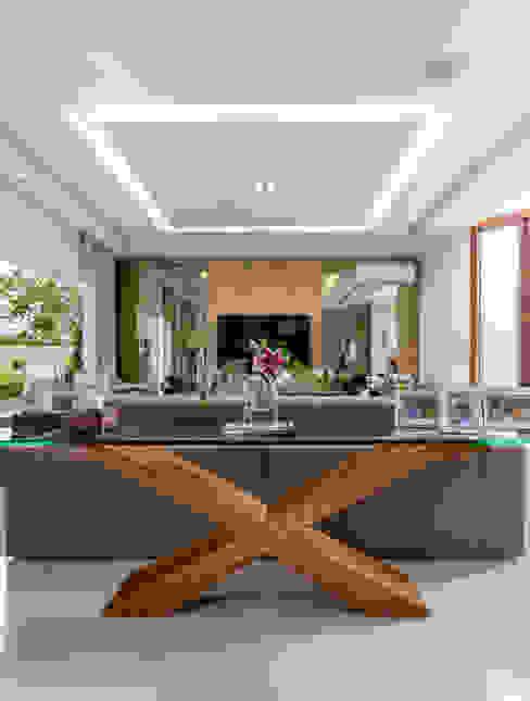 Salones modernos de Adriana Leal Interiores Moderno Madera Acabado en madera
