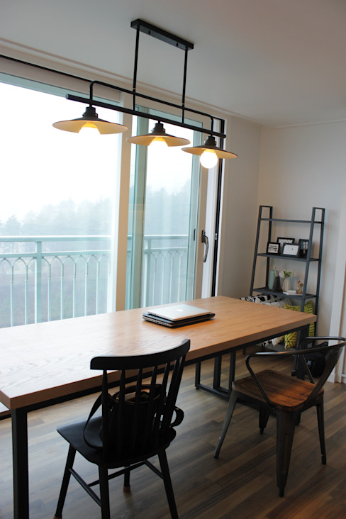 Modern Dining Room by 더홈인테리어 Modern