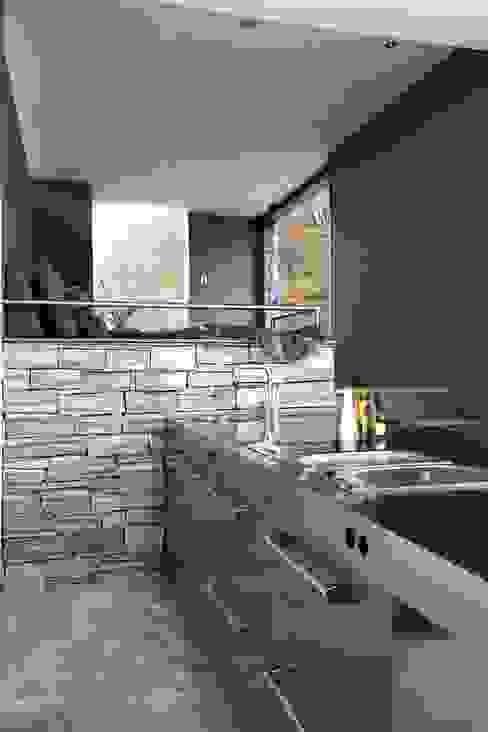 Cocinas modernas de Arend Groenewegen Architect BNA Moderno Hierro/Acero
