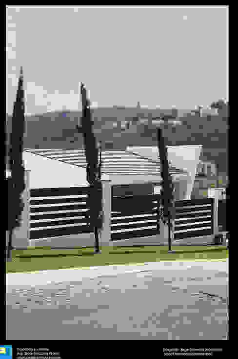 Modern houses by Excelencia en Diseño Modern Iron/Steel