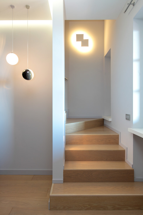 Modern Corridor, Hallway and Staircase by architetto roberta castelli Modern