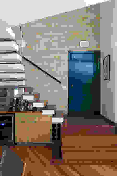 Hall de entrada. por Lembi Arquitetura