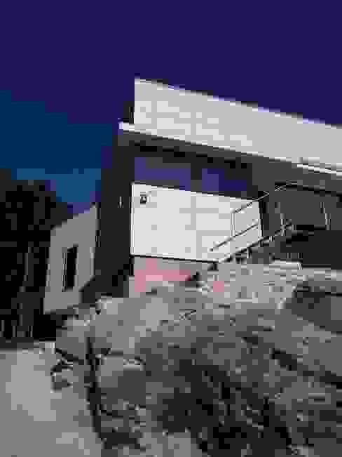 Alzados sur y oeste MIGUEL VARELA DE UGARTE, ARQUITECTO Casas modernas