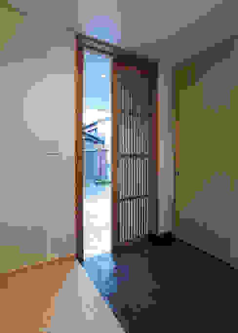 家山真建築研究室 Makoto Ieyama Architect Office:  tarz Koridor ve Hol