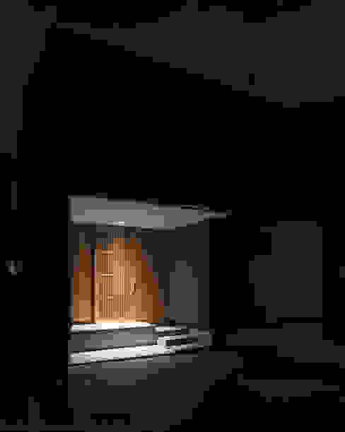 Corridor, hallway by 家山真建築研究室 Makoto Ieyama Architect Office, Minimalist