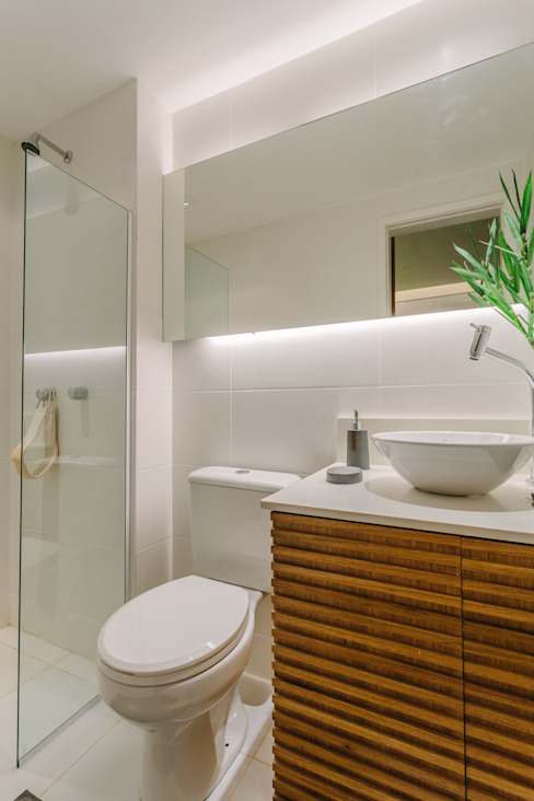 Moderne badkamers van STUDIO LN Modern
