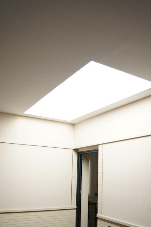 Skylights. 地中海スタイルの 窓&ドア の Alberto Millán Arquitecto 地中海