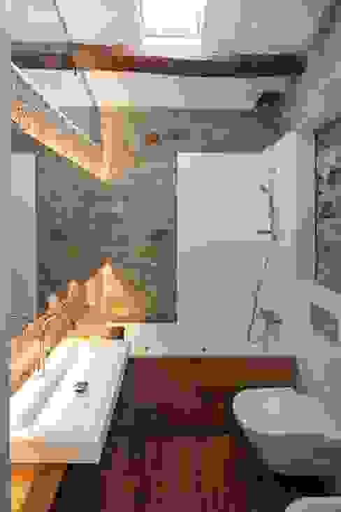Rustic style bathroom by TONO BAGNO | Pasión por tu baño Rustic
