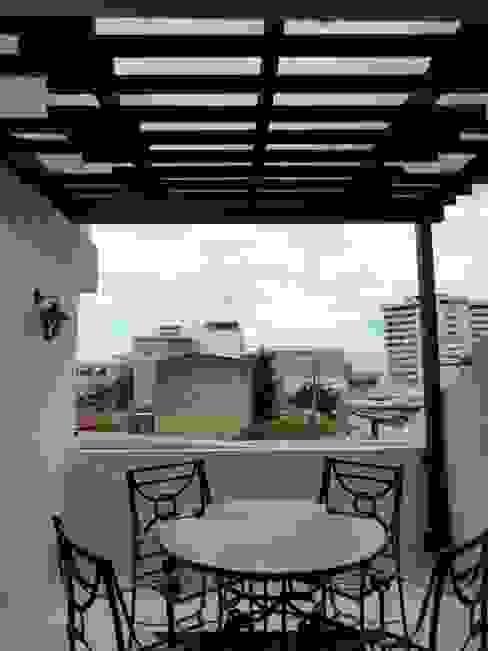 Balcones y terrazas de estilo moderno de A201 Taller de Arquitectura Moderno
