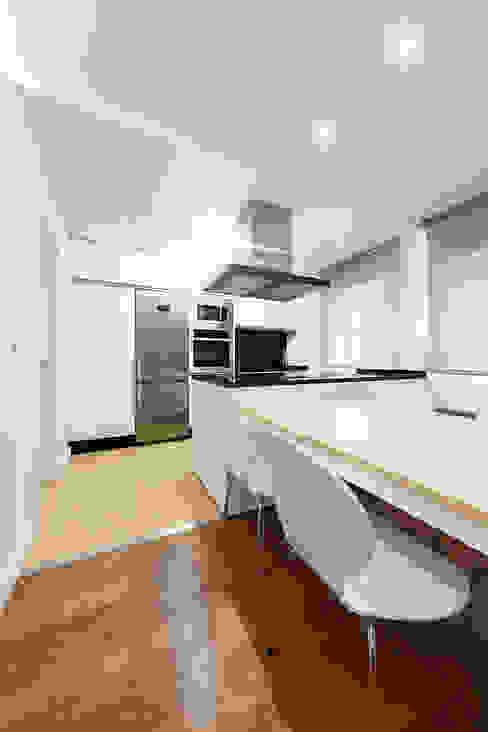 Dining room by Nan Arquitectos, Minimalist Wood Wood effect