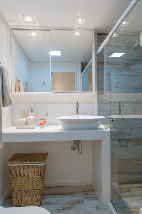 Classic style bathroom by Milla Holtz & Bruno Sgrillo Arquitetura Classic