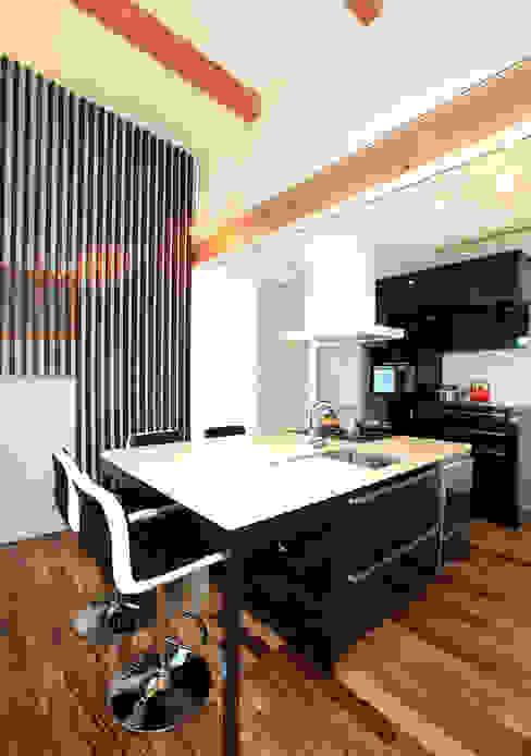 Eklektyczna kuchnia od Egawa Architectural Studio Eklektyczny