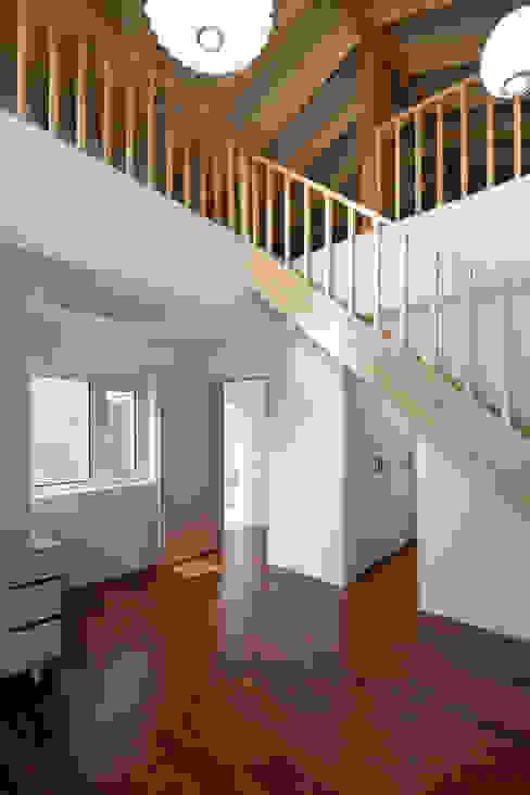 홍성주택: 위무위 건축사사무소의  복도 & 현관,한옥