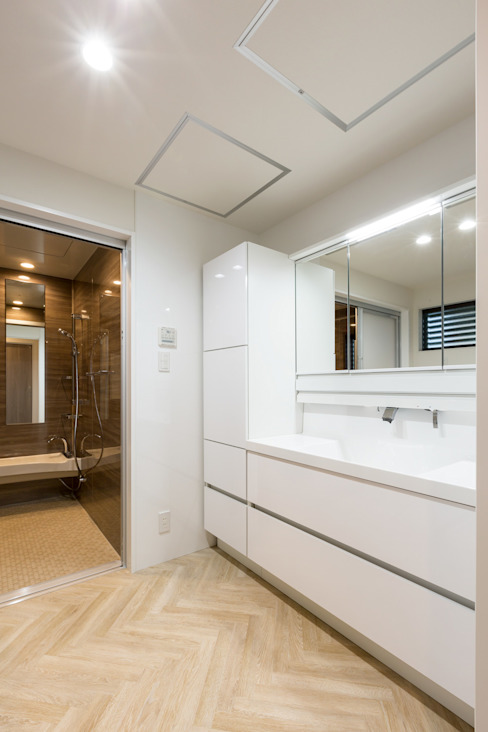 N邸新築: 株式会社 鳴尾工務店が手掛けた浴室です。,モダン